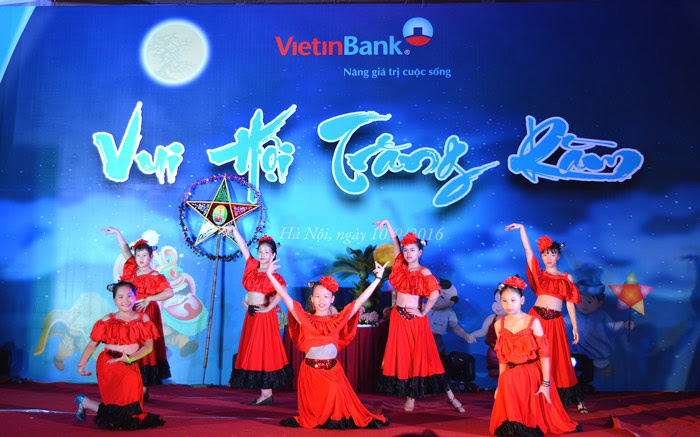 Vietinbank solid wood factory 10/09/2016 in Thong Nhat Park