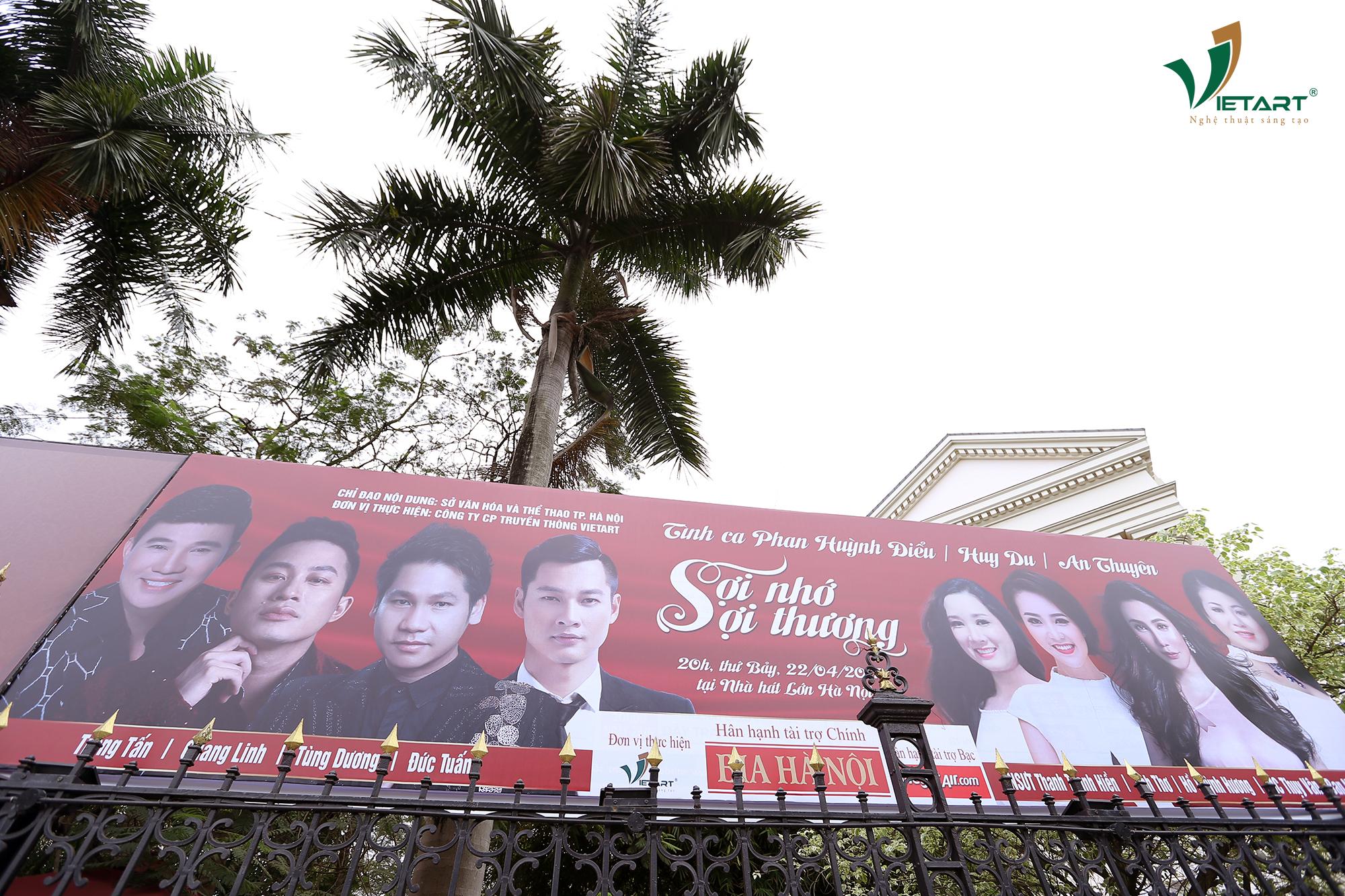 """Banner chương trình """"Sợi Nhớ Sợi Thương"""" nổi bật tại Nhà hát Lớn"""