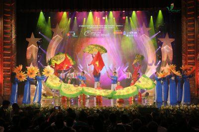 Lk: Tự hào đi lên ôi Việt Nam & Rạng Rỡ Việt Nam – Quang Thọ