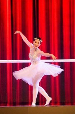 NSUT Linh Nga - Nàng chim công lộng lẫy trên sân khấu